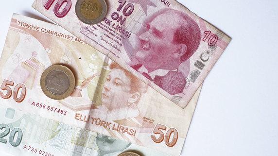 政情不安定、通貨下落…トルコが陥る負のスパイラルとは?