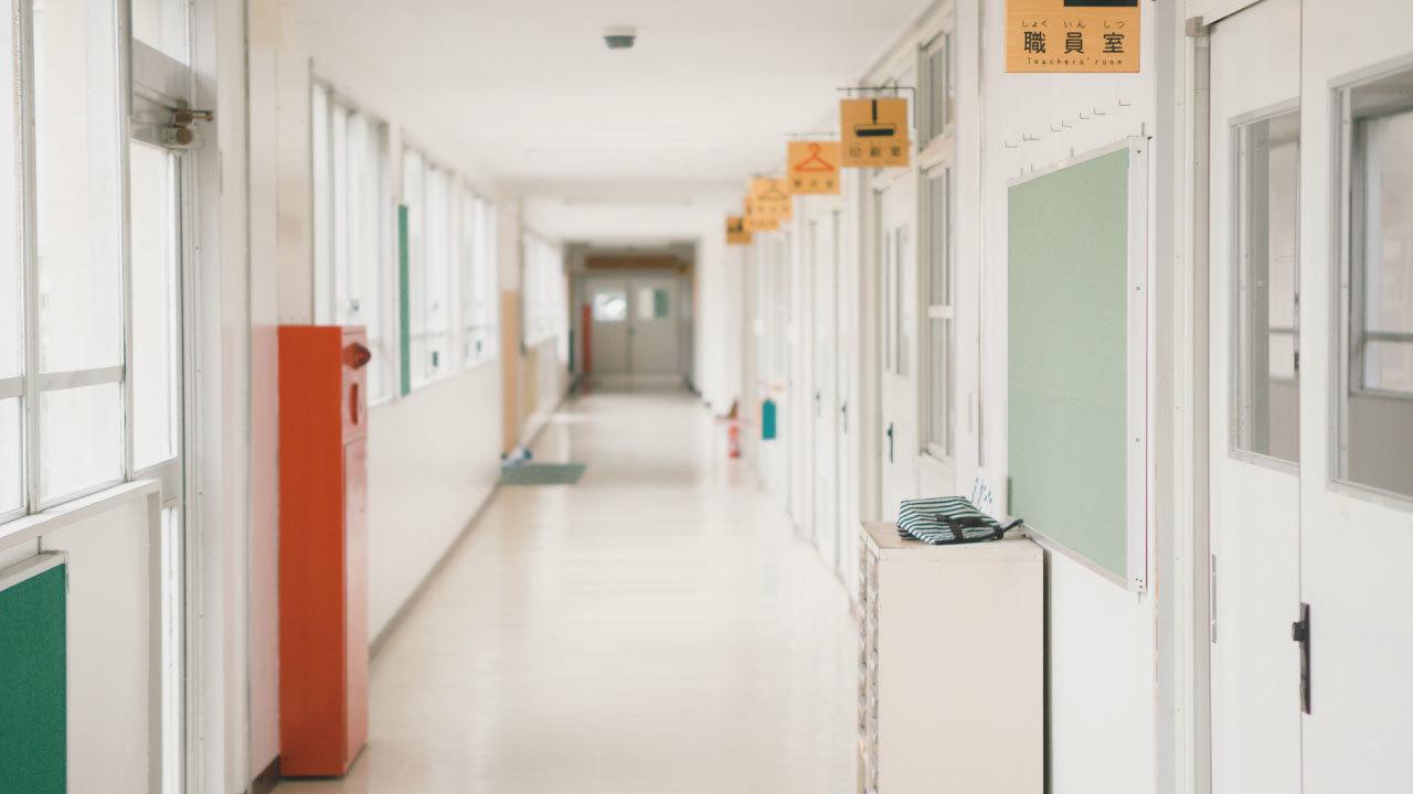 繰り返される転倒事故・・・傾いた校舎が生徒に与えた悪影響