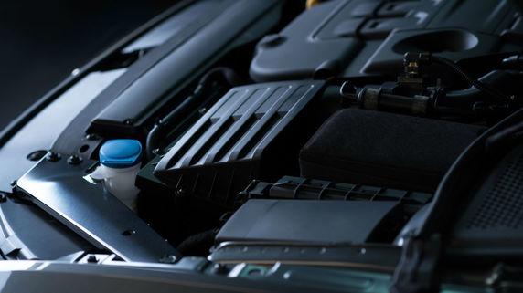 マツダの新エンジン 小型モーターを搭載 意外な新技術に注目