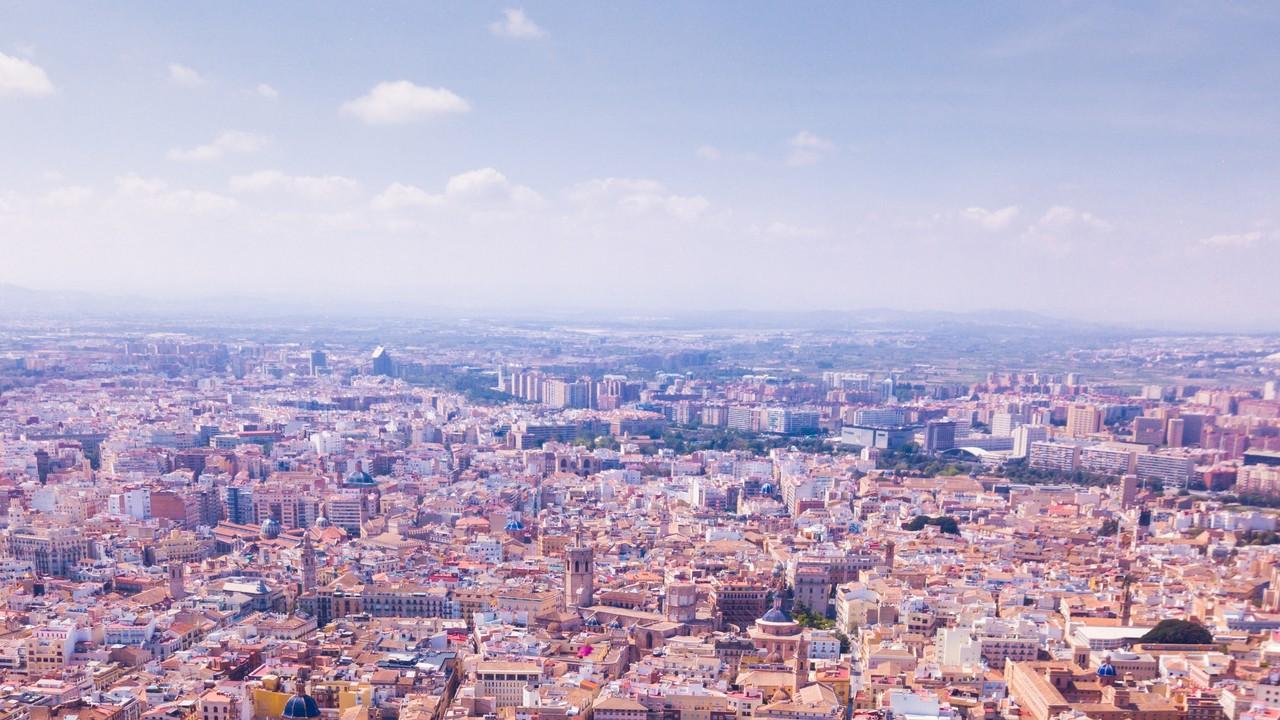 日本人の平均貯蓄額に絶句…資産形成にスペイン不動産はどう?