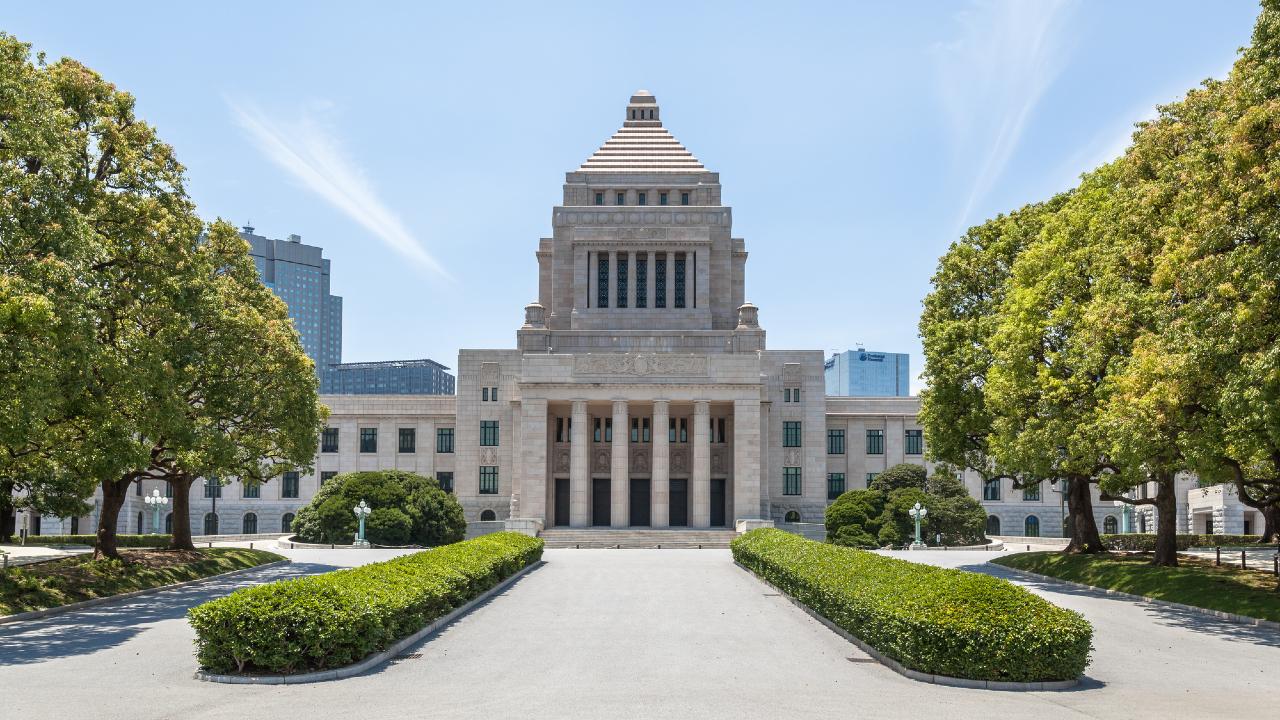 「菅小劇場型政治」とマーケット