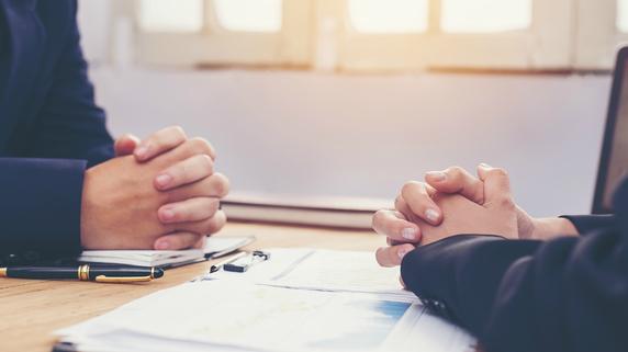 不動産融資の交渉…融資担当者の侮辱にもキレてはいけない理由