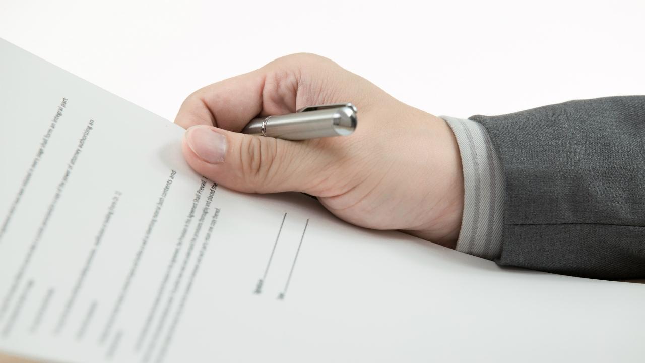 融資承認の第一歩となる「営業担当者」との交渉