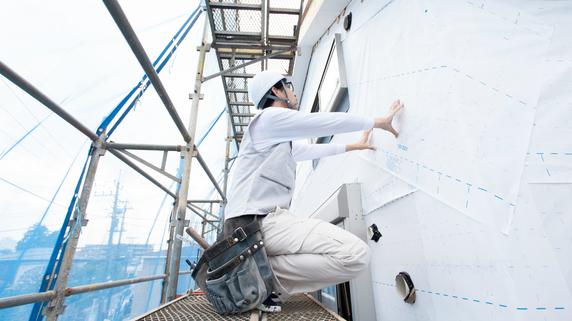 大規模改修工事に急遽組み込んだ耐震改修の事例