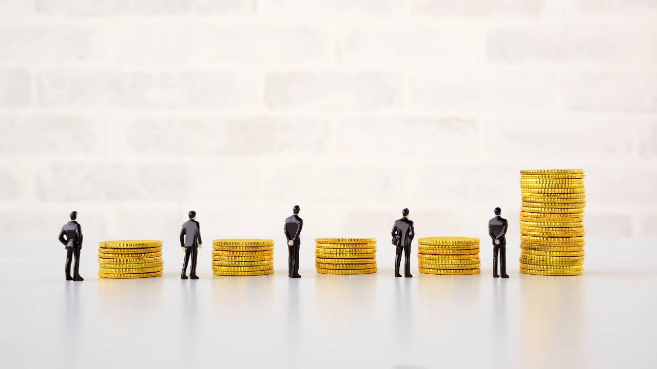 大卒会社員「10年目の平均年収」…1位「建設業」573万7300円と最下位「宿泊業、飲食サービス業」388万1700円の格差は1.47倍も
