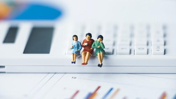 副校長42万円、校長45万円…「小学校教員の平均給与」調査