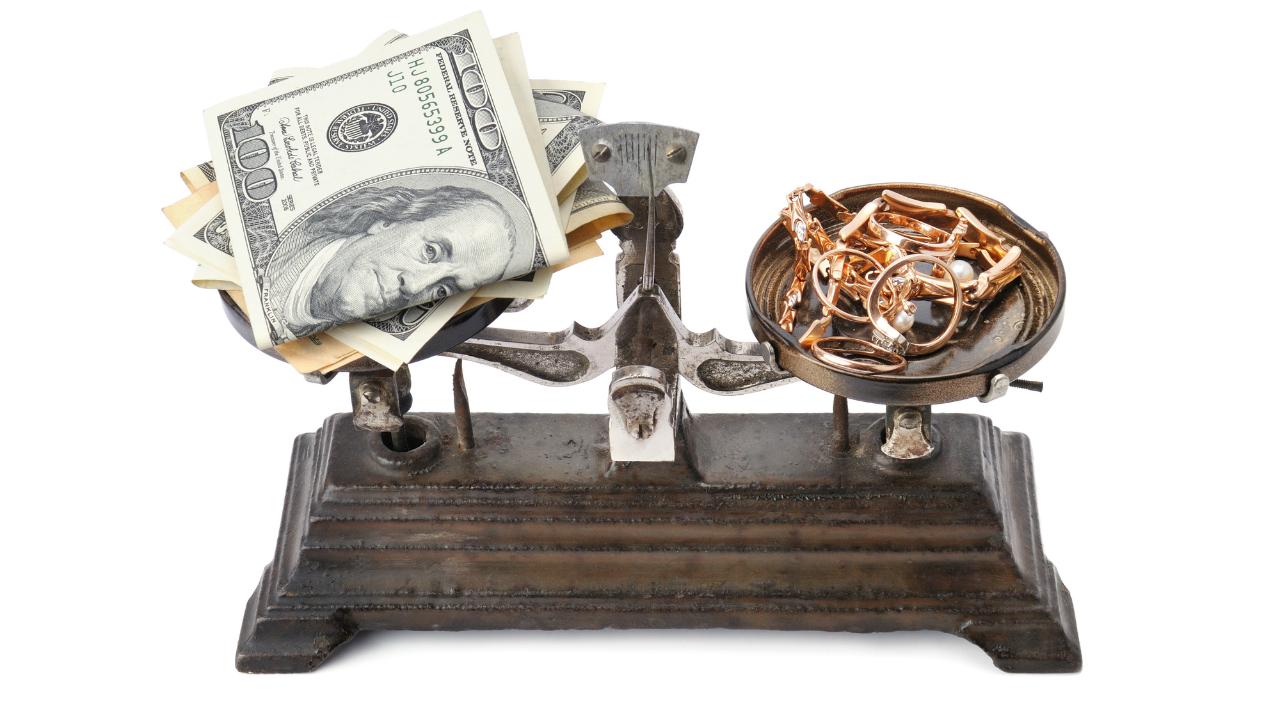 「有事の金」は本当か? 金投資のメリットを検証する