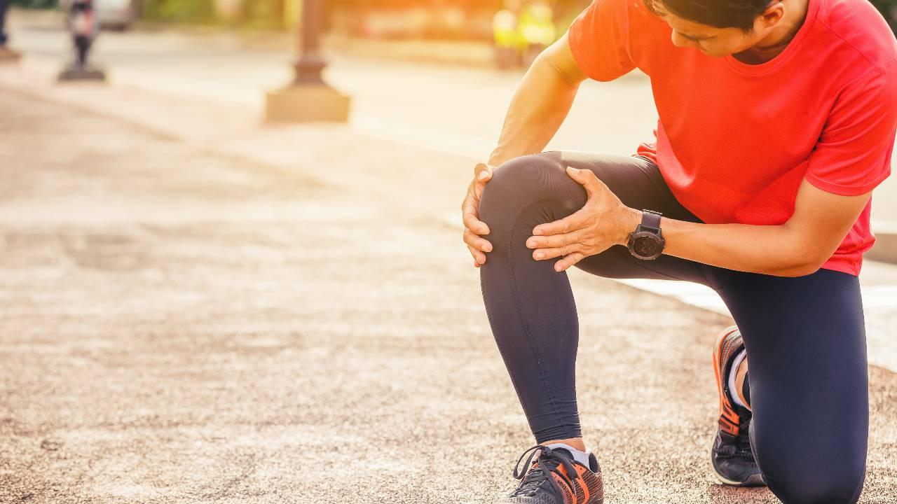 ひざの痛みは「場所」によって原因が違う~症状との関係を解説