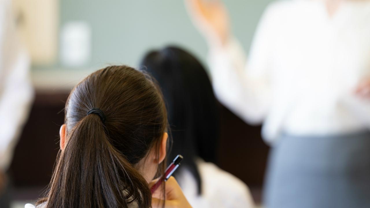 英語教師・真穂、学校の英語教育を否定される