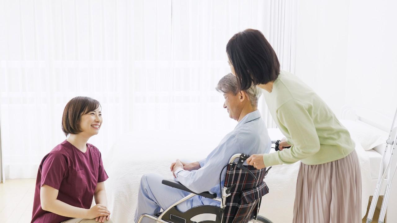 肝臓がん末期の妻が車いすの認知症夫を在宅介護して下した決断