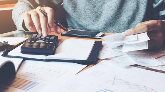 「年度をまたいでしまった経費」を精算することは可能か?