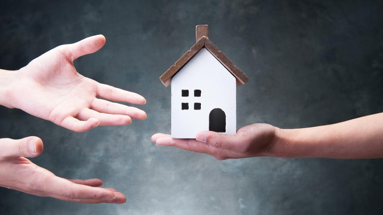 税金の負担を減らしつつ「個人から個人へ」財産を移転する方法