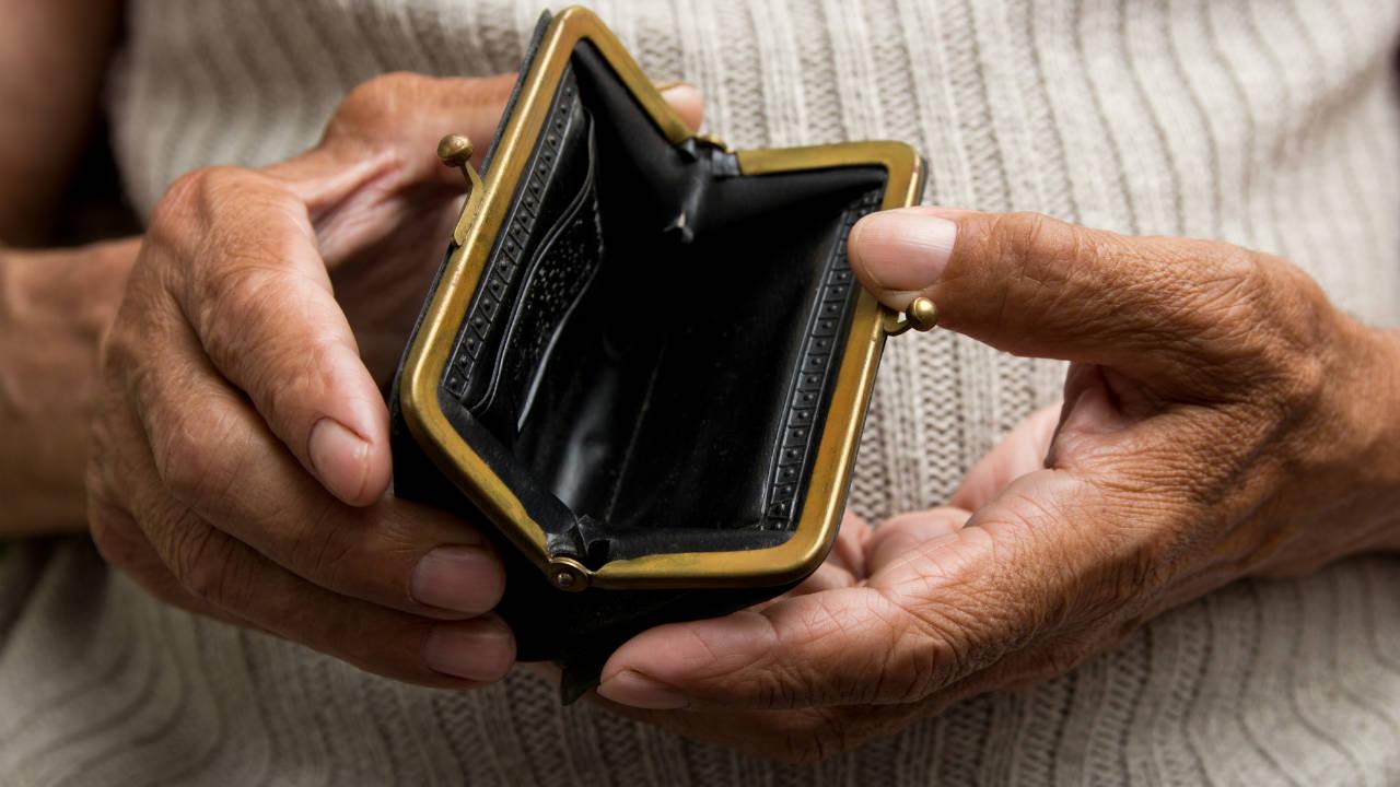 年金「13万円」の夫婦…夫亡き後の「年金受給額」で老後破産