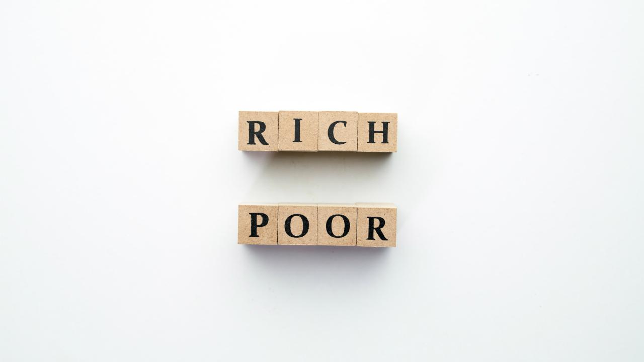 高齢者が平均2003万円保有…働き盛り、世代格差をどう使う?