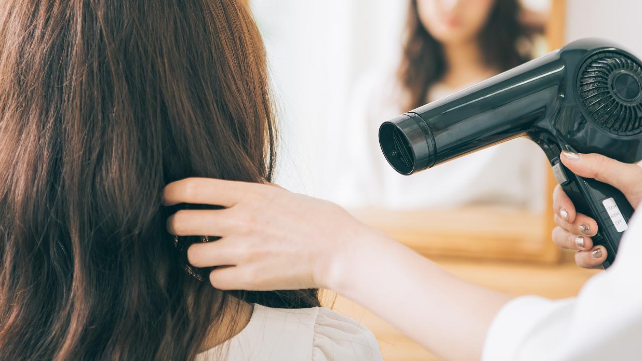「男性は35歳まで、女性は35歳から」嘆く美容師たちの闇実態