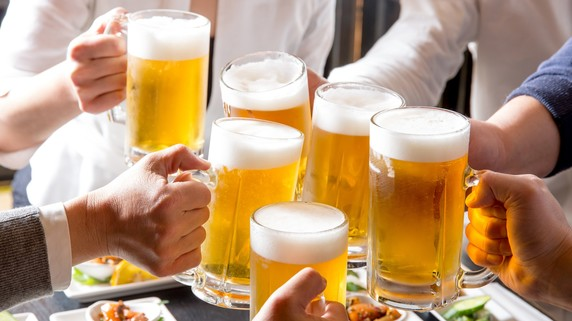 忘年会シーズン…糖質を抑えて「お酒」を楽しむ方法は?