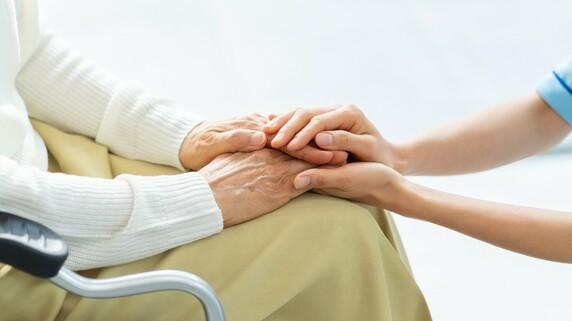 85歳男性が女性に「認知症は出て行け!」老人ホームのリアル