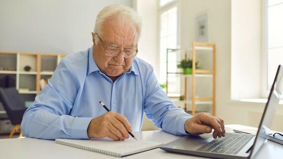 1ヵ月で50万円の損?…退職のベストタイミングは64歳11ヵ月
