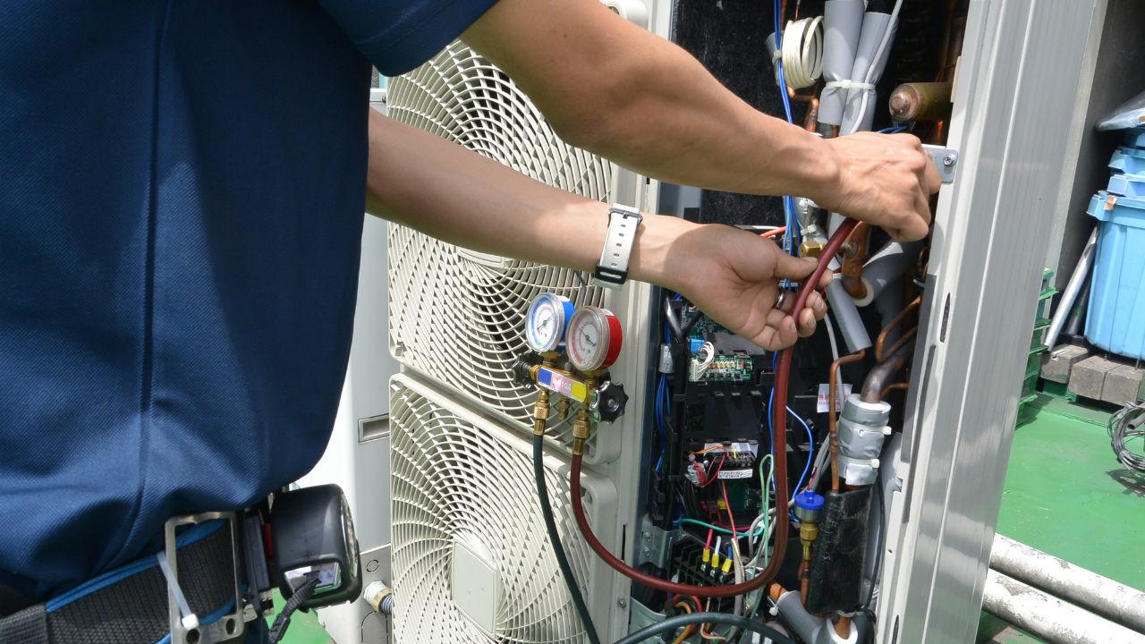 冷凍機湯原料増産に75億円 KHネオケム 小さな記事ですが、株価にガツンと効きそう。
