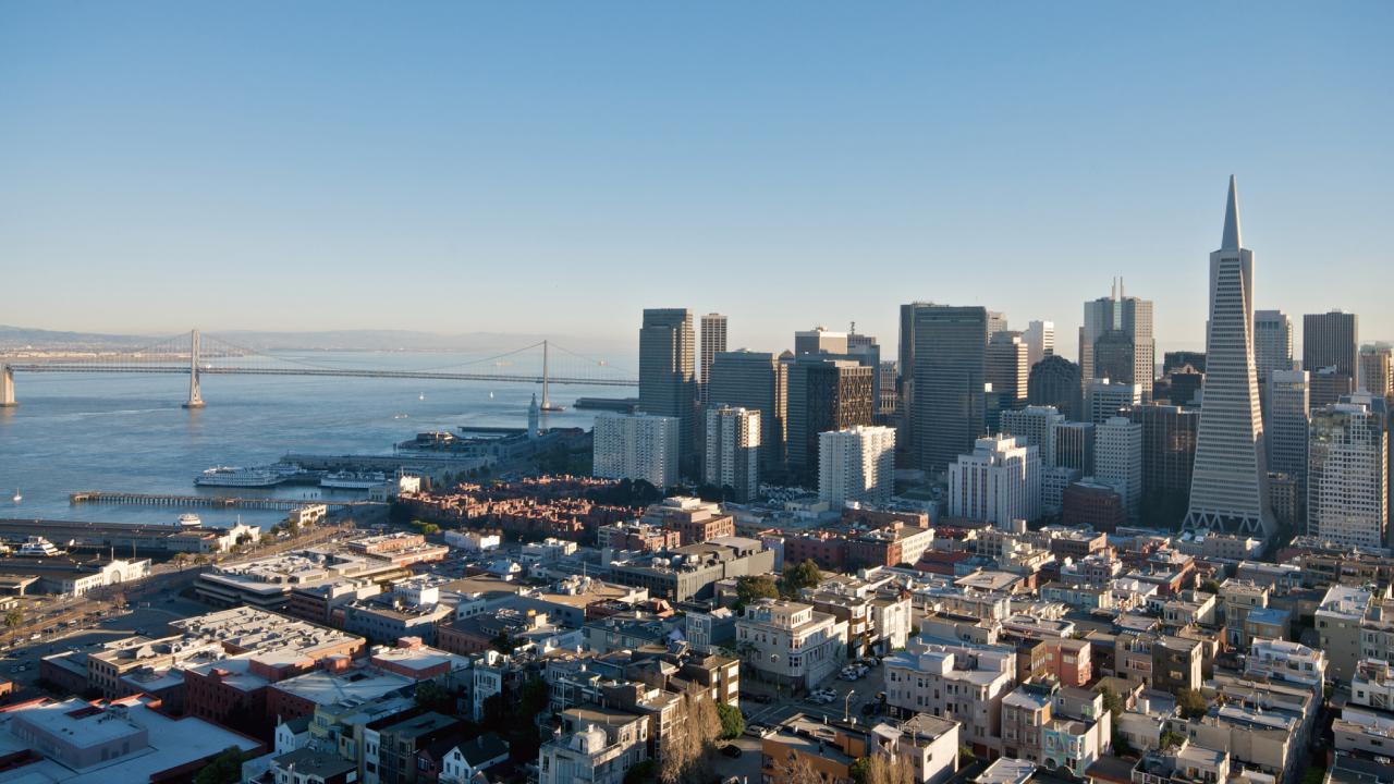 カリフォルニア州の不動産価格と「公立学校区のレベル」の関係