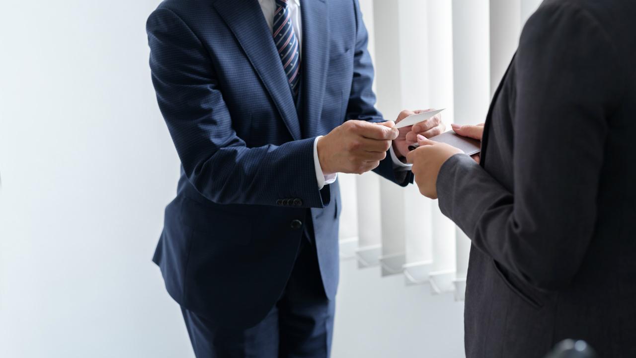 銀行員が経営者に「自行の人材の採用」を勧める裏事情