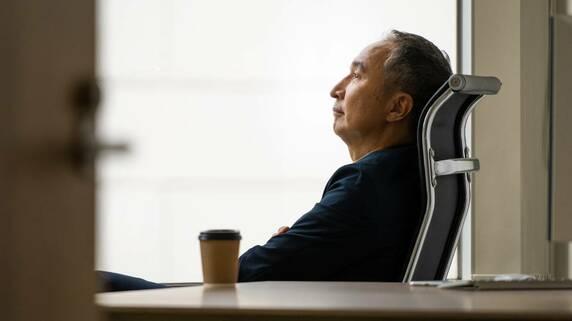 50歳社長、長男に株式を贈与したい…でも経営は任せられない【税理士が解説】