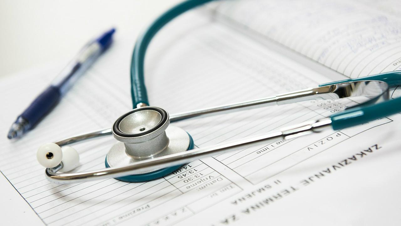 株式投資より不動産投資が医師に向いている理由
