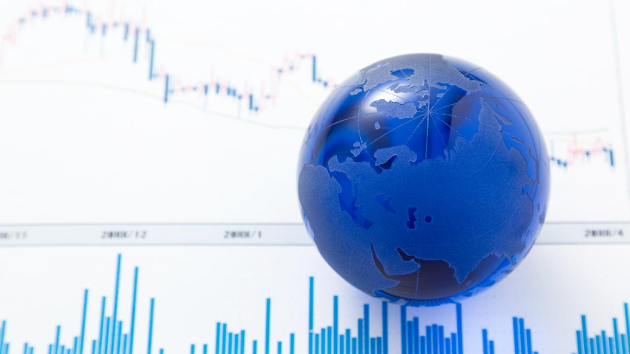 IMF、世界経済成長率を下方修正…貿易戦争が重荷