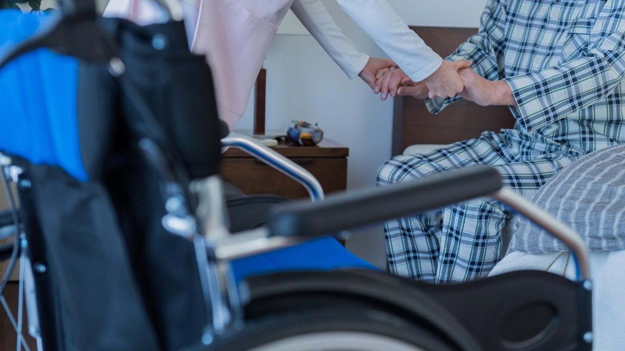 介護の人手不足解消…うるさい家族お断りと寝たきりの短期化
