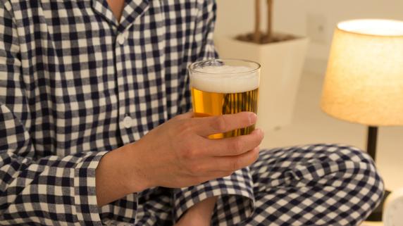 日本人の信じる寝酒神話…医師が「缶ビール」で実験してみた