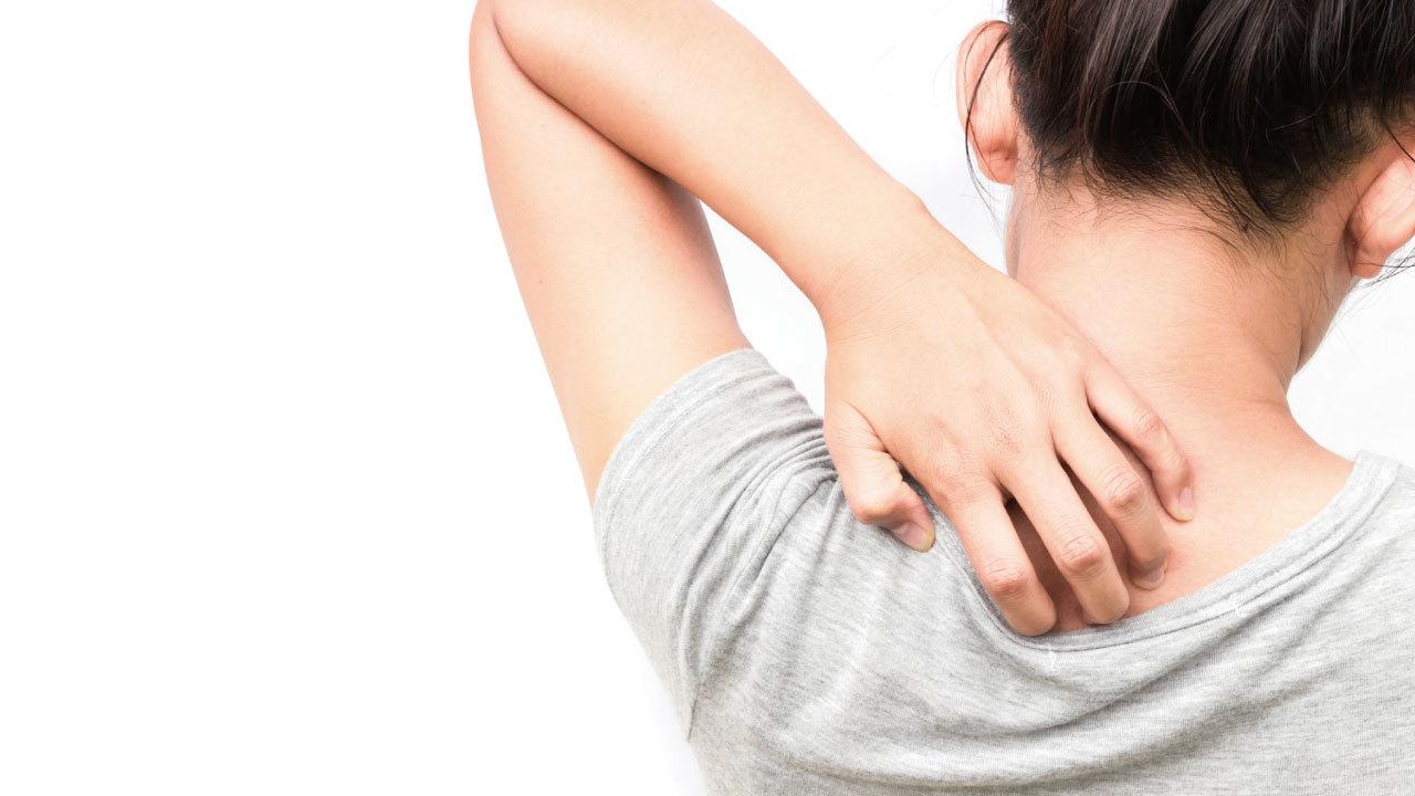 「若いのに肩の痛みに悩む人」が増加中・・・理由は何か?