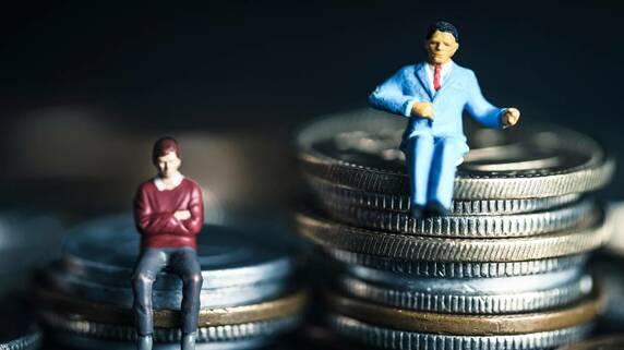 肩書は同じ「部長」でも年収差700万円超…驚愕の格差に落胆