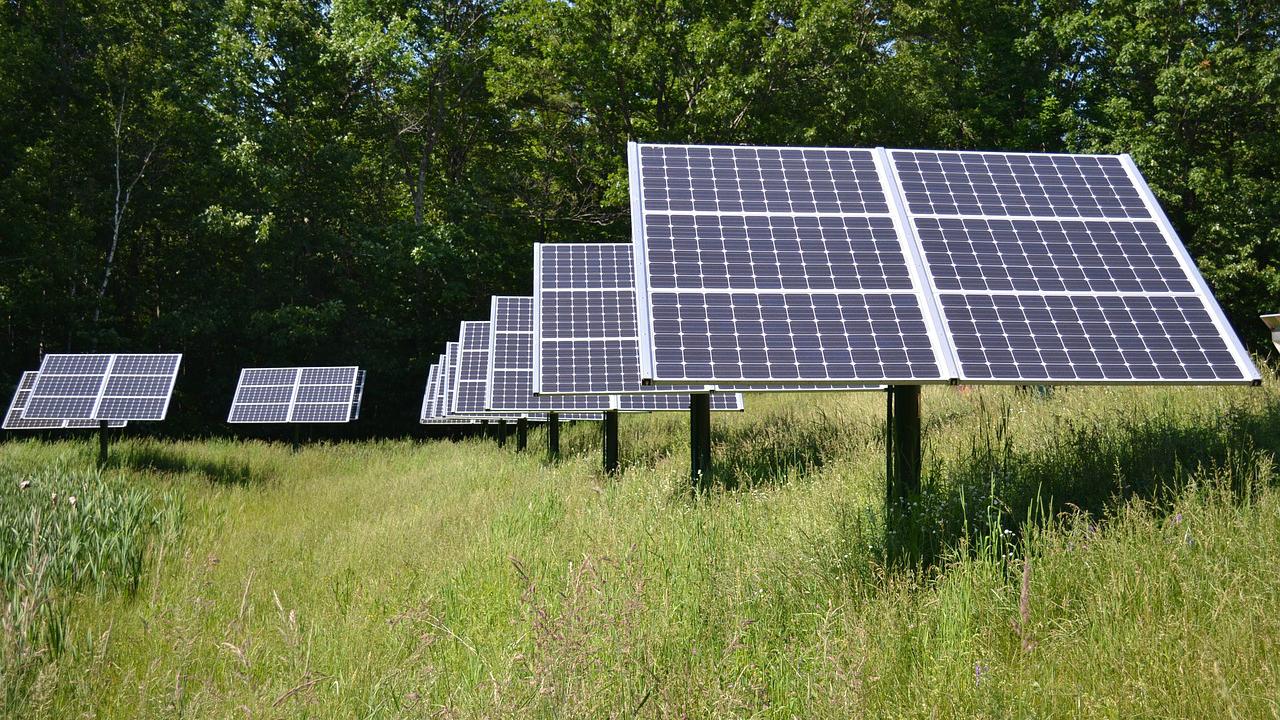 太陽光発電投資が不動産投資より「優位」といえる理由