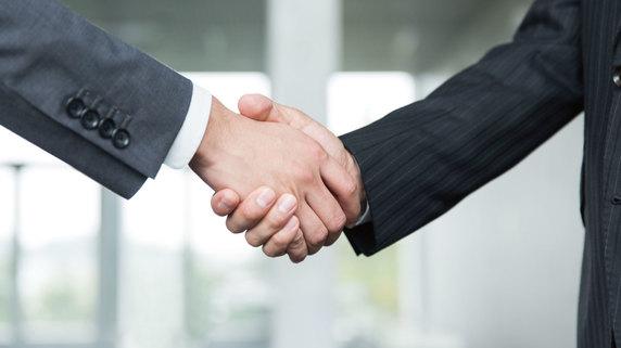 親族外事業承継・・・経営を引き継ぐ際の3つのパターンとは?