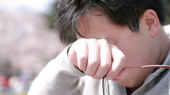 目を動かすと痛い・・・考えられる原因は何か?