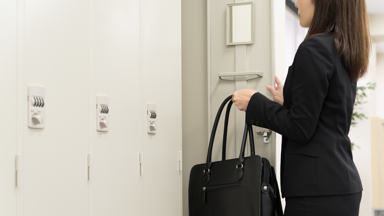 職場内での「隠し撮り」は罪に問えない?…「盗撮」規制の現実