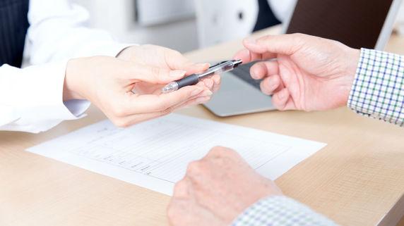 保険販売への厳しい規制…保険代理店経営の実態とは?