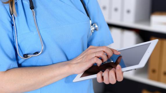 多忙な医師の情報収集…大量の全国紙、地方紙、週刊誌の読み方
