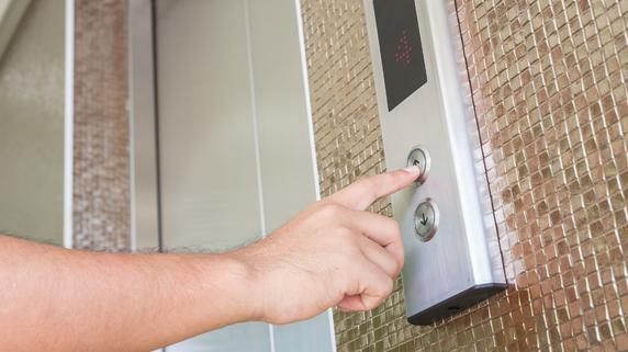 エレベーターがないマンション上層階…好条件で売却するには?