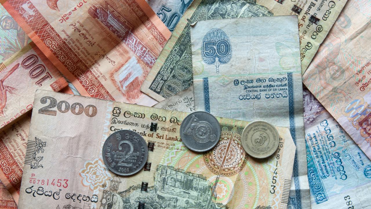 下落するルピーの元凶!? 中央銀行の「失政」に苦しむスリランカ