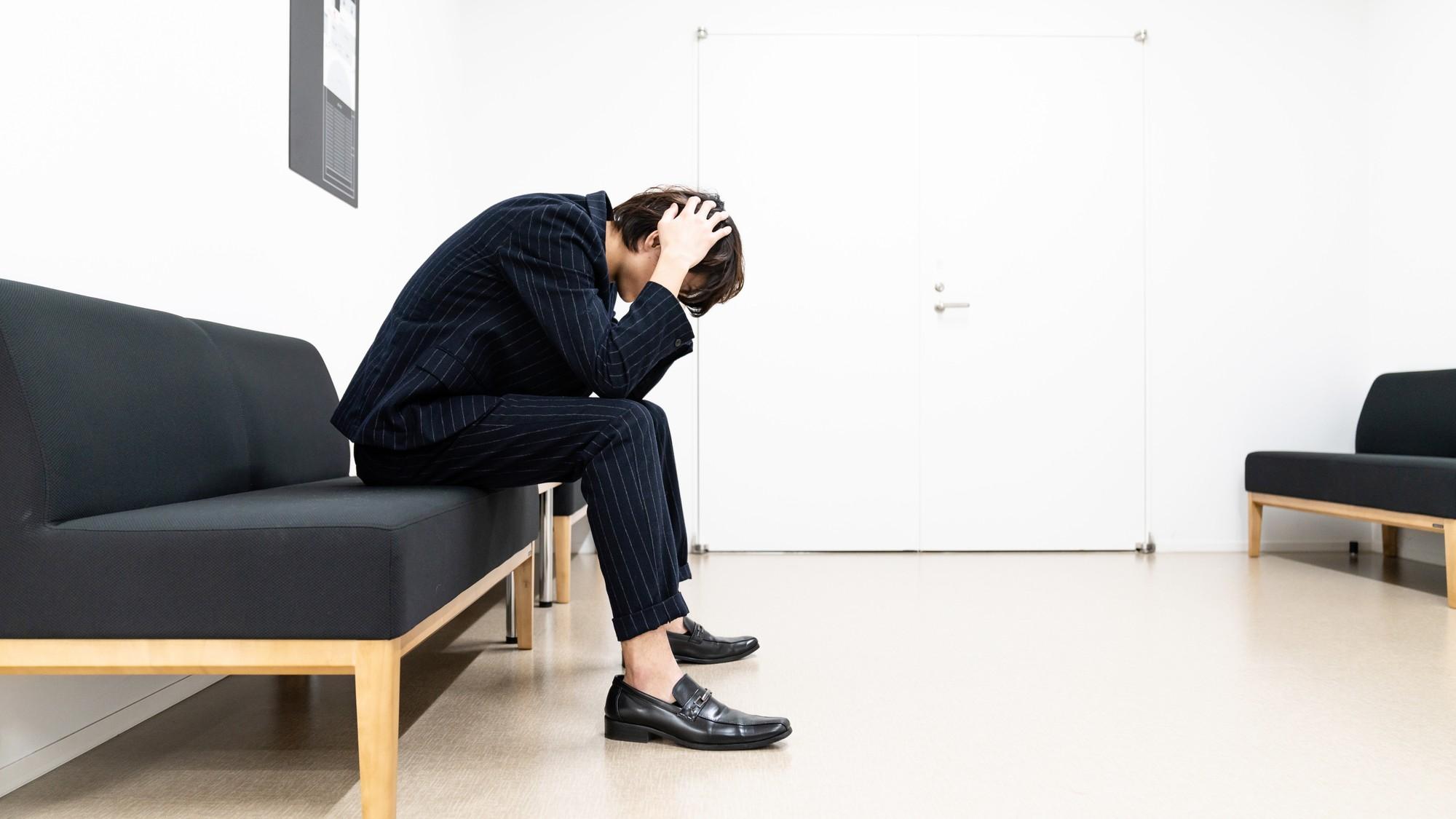 恐怖と緊張の待合室「好きな人のために受けたレーシック手術」