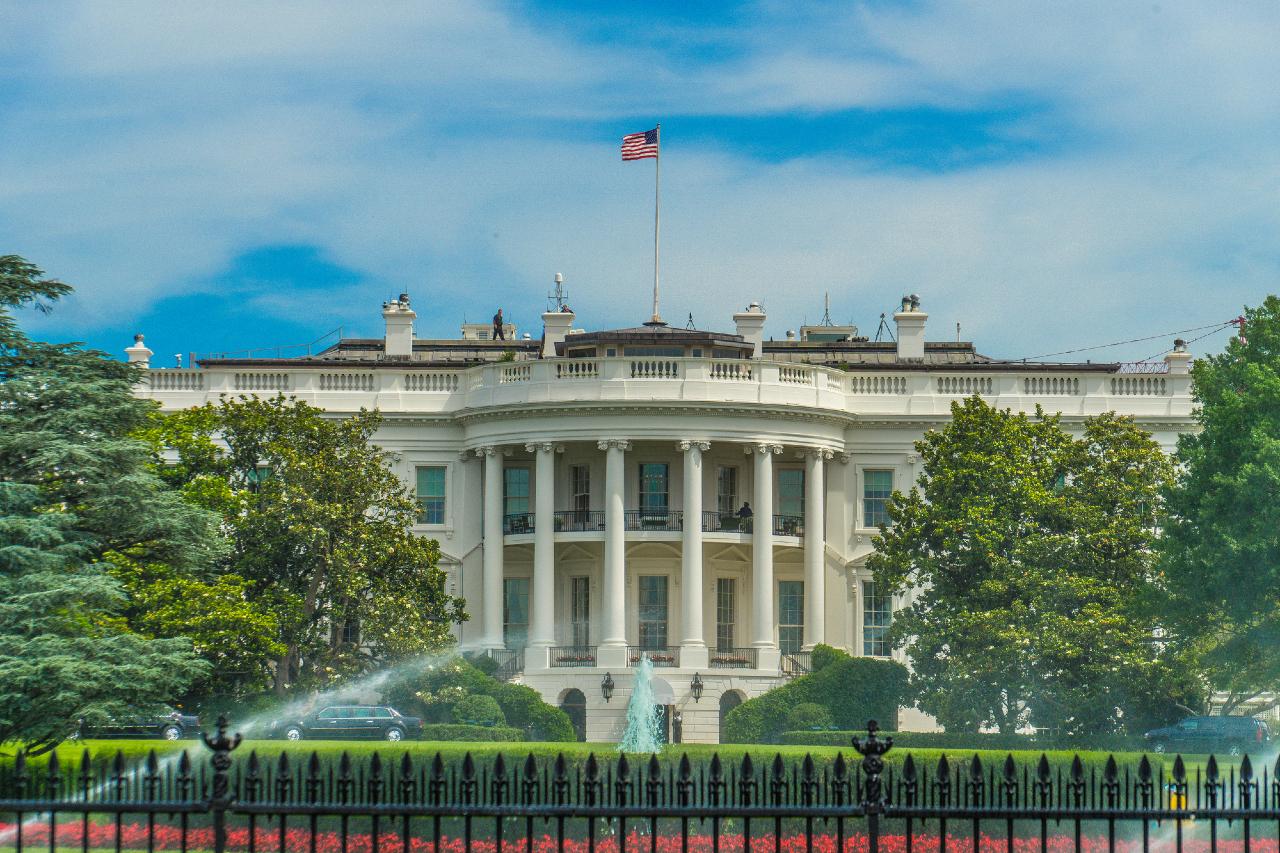 米国大統領選挙、世論調査と異なり、開票を待つ展開
