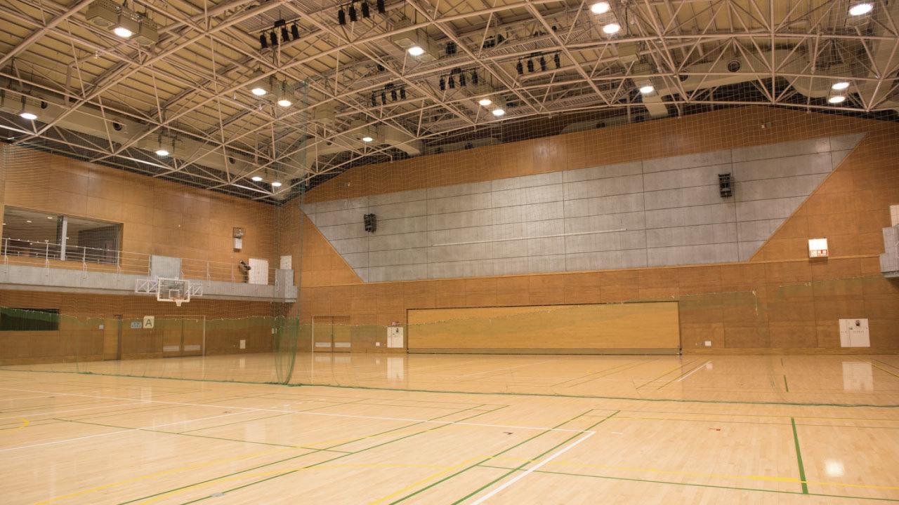 ボールが勝手に動く・・・たわんだ床で練習する卓球部の事例