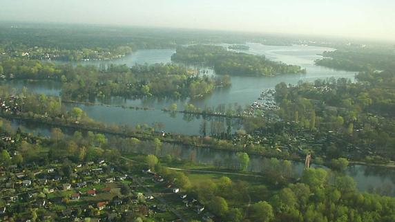 これぞベルリン!水と緑に囲まれた「河畔ロケーション」の事例