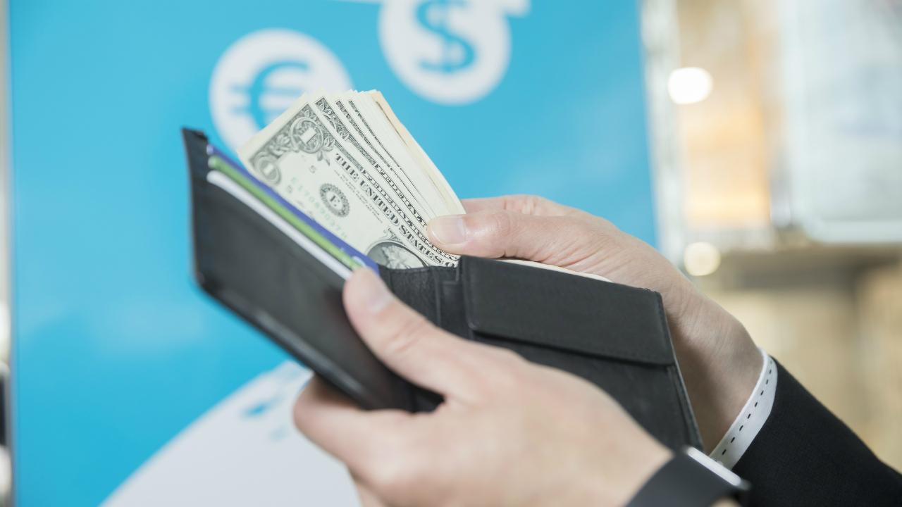 老舗企業オーナーが取り組んだ「自動外貨両替機投資」とは?