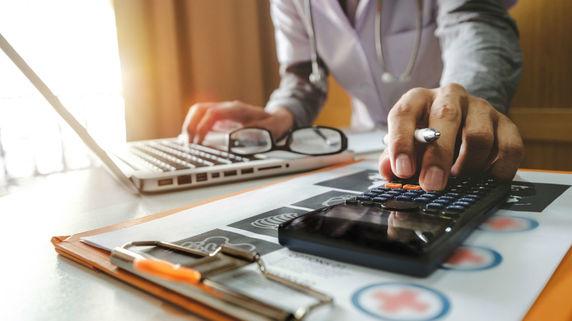 クリニック開業後に直面する「税金問題」…効果的な節税術は?