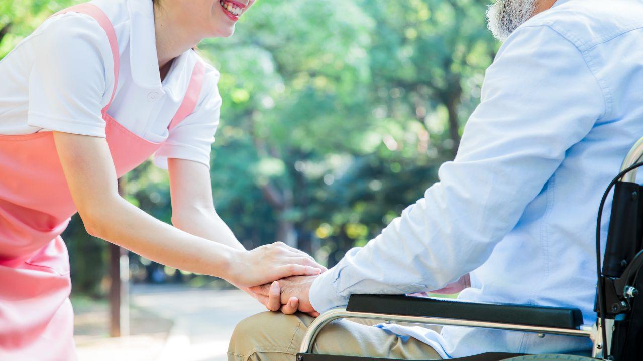 「特別養護老人ホーム」への入所要件と受けられる介護の内容