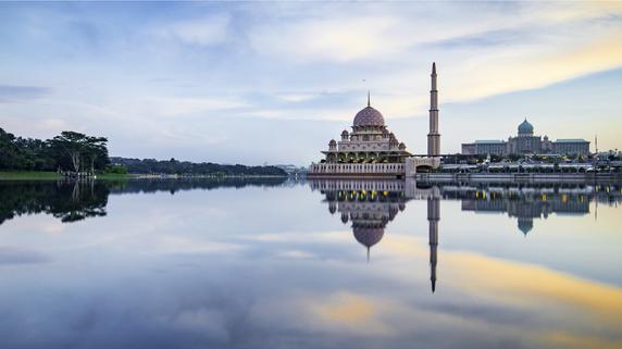 「マレーシア」親子留学の学校事情…英国人の先生はお高い⁉