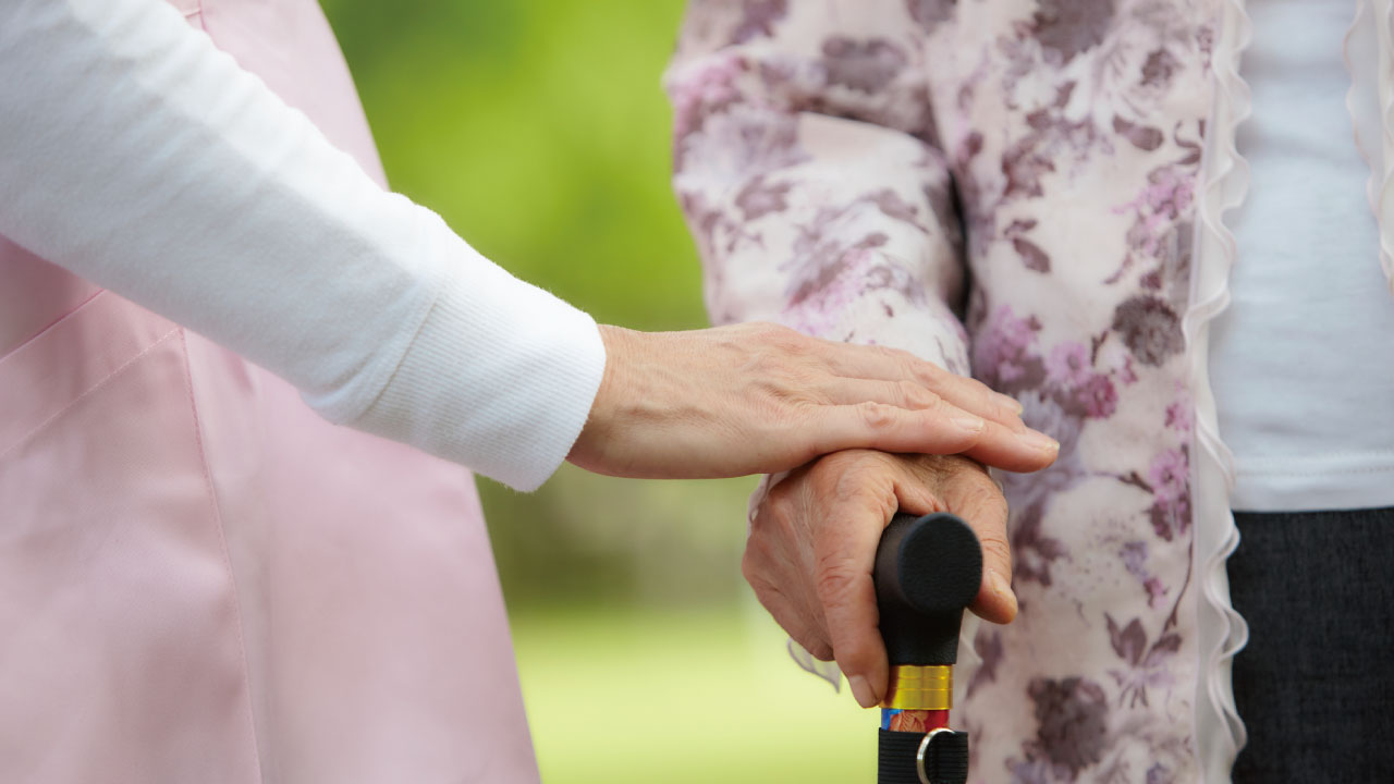 増加する高齢者・・・施設運営に大きく影響する「介護職員不足」