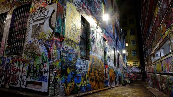 匿名の芸術家「バンクシー」…落書きがアートと評価されるワケ